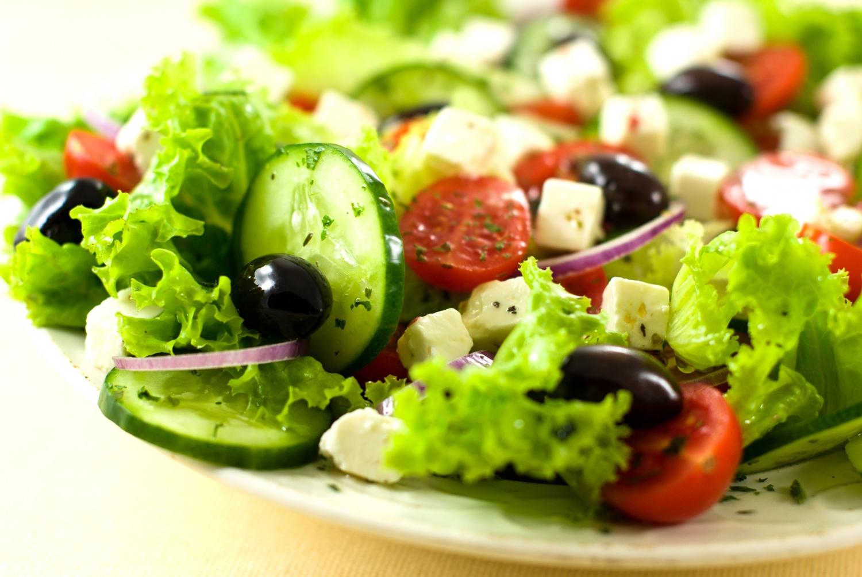 Салат, зууш, хоолыг баярын ширээн дээр хоёр цагаас илүү байлгах хэрэггүй